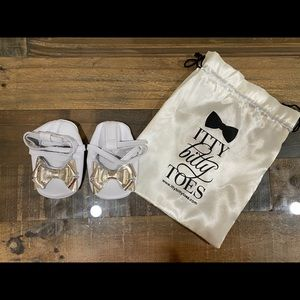 """Baby """"Itty Bitty"""" Lace Up Moccs (White & Gold)"""